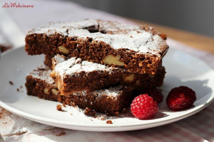 Brownie con nueces y frambuesas
