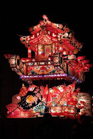 A float at the Tonami Yotaka Matsuri (festival), Nabeshima, Tonami City, Toyama Pref., Japan. 富山県砺波市鍋島、砺波夜高祭り(となみよたかまつり) の山車 (だし)。