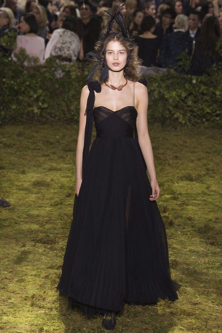 """Outro Dior, mais delicado e """"boa moça""""... Para uma festa de debutante ou de formatura, quem sabe"""