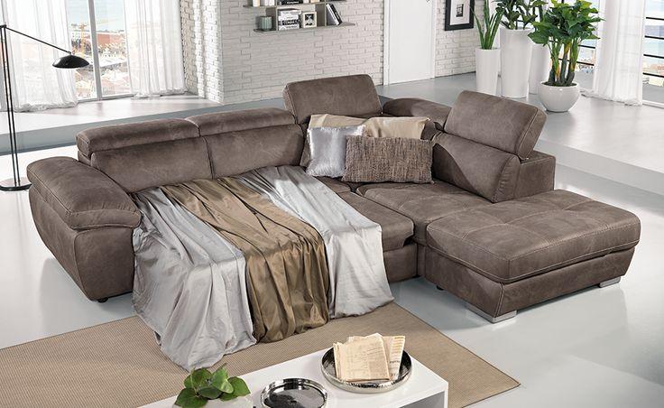 Accomodati sul divano letto angolare Viola in similpelle effetto nabuk elephant.