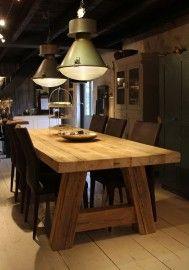 """Stoere tafel """"Milaan"""" van oud balkenhout Prachtige, robuuste tafel gemaakt van oud balkenhout. De bladdikte bedraagt 7 centimeter en de poten zijn 14 x 14 cm in afmeting. Prijzen en Afmetingen: 200 x 100 cm -- € 949,- 220 x 100 cm -- € 999,- 240 x 100 cm -- €1049,- 260 x 100 cm -- €1099,- 280 x 100 cm -- €1149,- 300 x 100 cm -- €1199,- Met afwerking naar wens: +€150,-"""