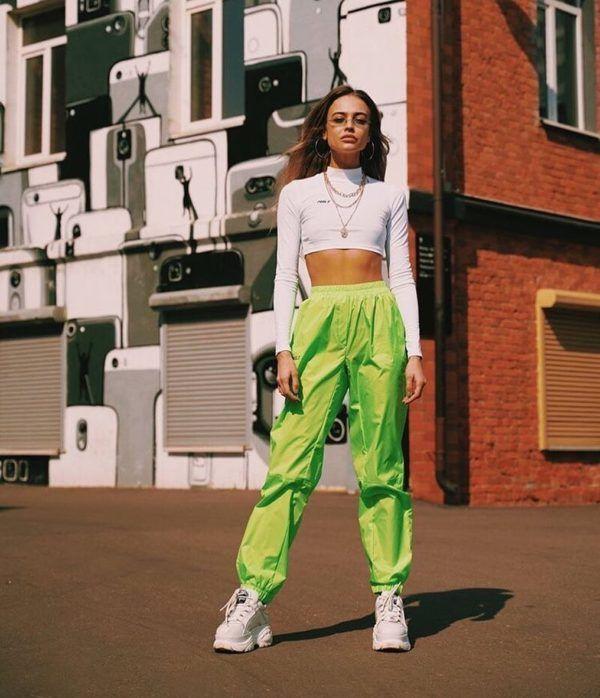Prendas neón que necesitas para iniciarte en este look en 2020 | Ropa de neón, Neon ropa, Trajes urbanos