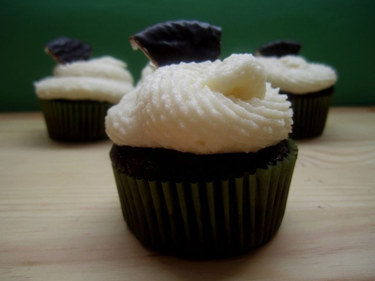 York Peppermint Cupcakes with Peppermint Buttercream Frosting