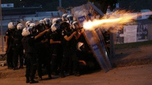 Af Örgütü: Türkiye'ye biber gazı satmayın - BBC Turkce - Haberler