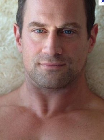 Chris Meloni looks so much like my husband in this photo.  Love this!