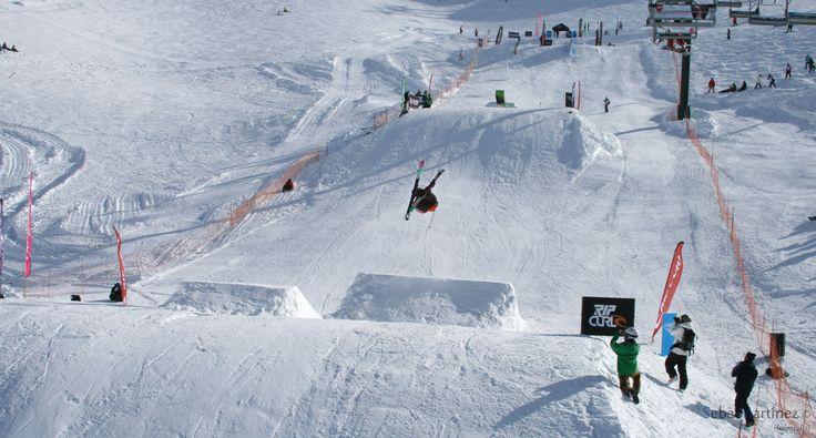 ¡Deportes extremos en la #NieveArgentina! #CerroCatedral #Bariloche #RíoNegro #Nieve #Argentina #Snowboard #Ski #Sky #Esqui  #ArgentinaEsTuMundo | Más Info en www.facebook.com/viajaportupais Crédito: Sebastián Martínez