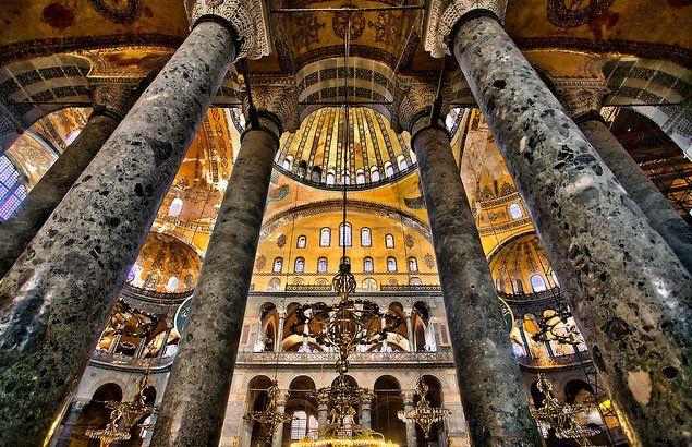 """Sanatın Tarihi on Twitter: """"Bugün sizlere Ayasofya'dan bahsedeceğim. Mimarisinden kısa bir bahsedeceğiz. Sonra asıl konu olarak mozaikleri anlatacağım... Başlıyorum...🙃 https://t.co/7N8Iv7VieR"""""""