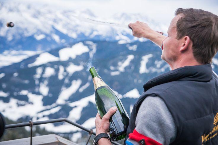 *** FEIERLAUNE *** Bei uns auf der hendl fischerei ist immer was geboten - ob am Wochenende oder nach jedem Skitag  ... wir lassen gerne mal die #Korken knallen! :-) #säbelbert More Details: https://www.mama-thresl.com/hotel-restaurant-leogang/hendl-fischerei/ oder https://www.facebook.com/hendlfischerei/