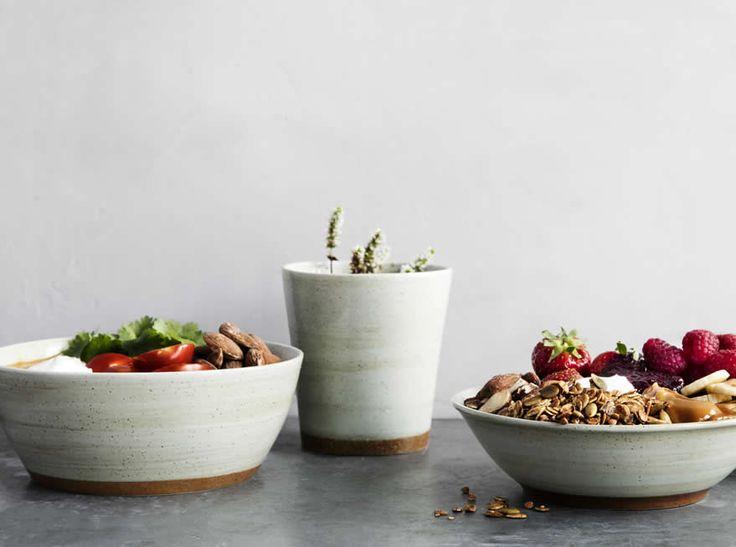 Nieuw: GROD servies door Broste Copenhagen, nu bij Homezy in de webshop verkrijgbaar. Zand, aarde, naturel, organische vormen.