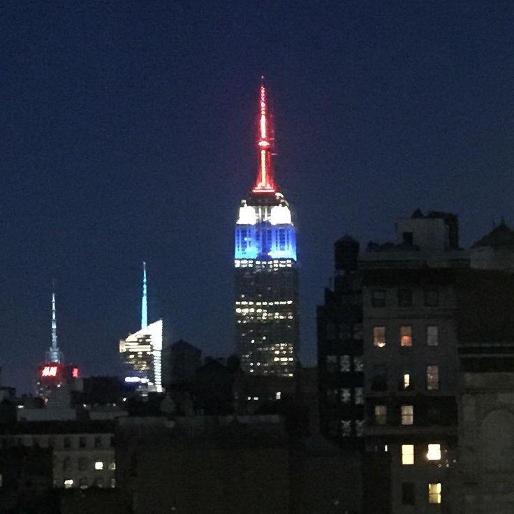 L'Empire State Building est bleu blanc rouge ce soir. #SoireeJeSuisCharlie #JeSuisCharlie