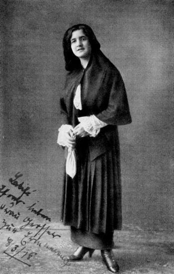 Latife Uşşaki.1 MART 1923 - Mustafa Kemal Paşa, TBMM'nin yeni çalışma dönemini açtı. Mustafa Kemal'in açış konuşmasını mecliste dinleyiciler balkonundan izleyen Latife Hanım, meclise gelen ilk kadın oldu