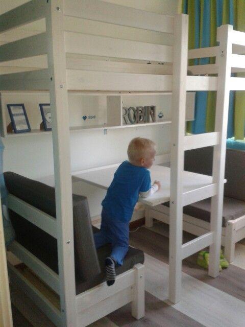 Robin zn nieuwe bed staat!