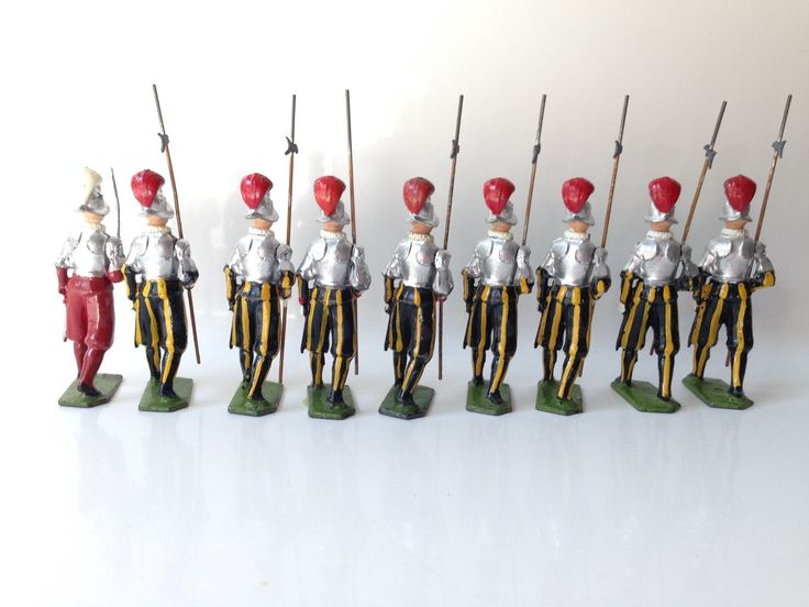 Britains Toy Soldiers Set 2022 Vatican Papal Swiss Guards w Officer | eBay