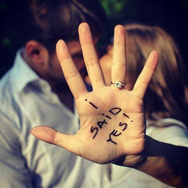 romantic engagement announcement photo ideas