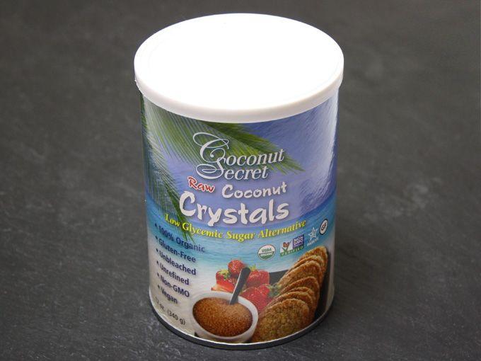 ココナッツシュガーはヤシの花の蜜を乾燥させて作られたお砂糖。低GI値な上に、ミネラル、アミノ酸、ビタミンB群とCが豊富。ローフードではココナッツネクターやメープルシロップ、アガベネクターなどの液体甘味料が使われる事が多いですが、ココナッツシュガーはローフードで使われる唯一の粉状のお砂糖。ローフードレシピで液体調味料を使わずに、粉状の甘味料を使いたい時に大活躍します。市販のココナッツシュガーの多くは高温で乾燥させているのでローではないですが、Coconut Secret社のココナッツクリスタルは非加熱でローのココナッツシュガーです。 iherbで取り扱っているのでリンクを載せておきますね。ちなみにSunfood社のココナッツシュガーもローです。 http://jp.iherb.com/Coconut-Secret-Raw-Coconut-Crystals-12-oz-340-g/24096 http://jp.iherb.com/Sunfood-Indonesian-Coconut-Palm-Sugar-454-g/50406…