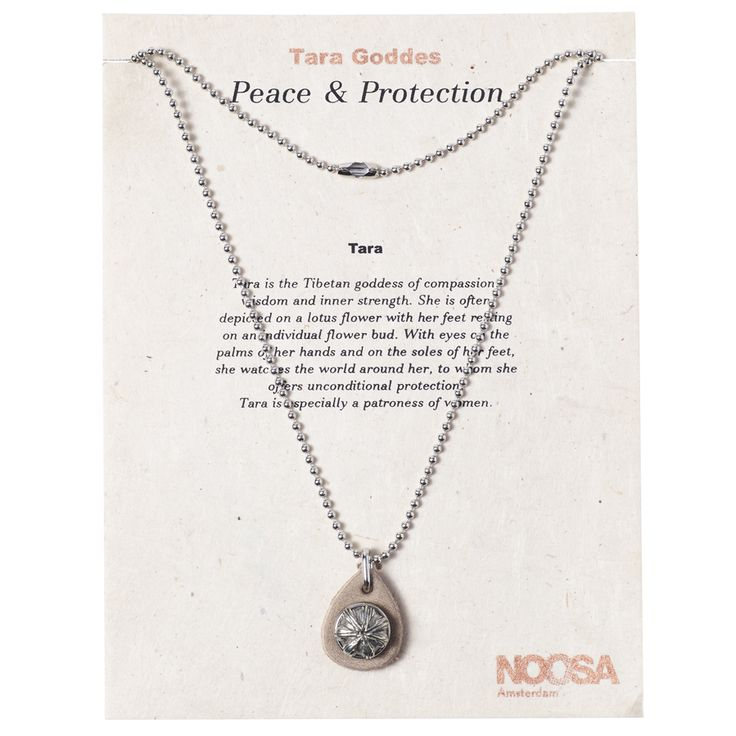 The Tara necklace gift set - blossom by NOOSA-Amsterdam is a silver coloured necklace made of metal with a small leather detail. This necklace includes the Petite Chunk® blossom, which is interchangeable. Length of the chain: 85 cm.