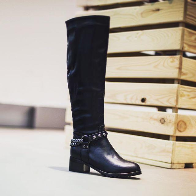 Один из поводов выбраться из дома в эти продолжительные выходные - порадовать себя шопингом! В urban cross не только полусапожки и ботинки, но и полноценные сапоги и ботфорты!#спб #питер #санктпетербург #обувь #кроссовки #ботинки #сапоги #стиль #покупки #fashion #style #скидки #красота #недорого #город #зима #сенная #магазин #winter #city #beauty #winter #shoes #урбан #urbancross #love #новыйгод