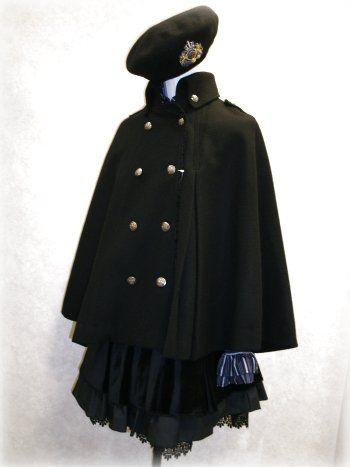 英国っぽい?軍服モチーフの女の子。コートも可愛い!