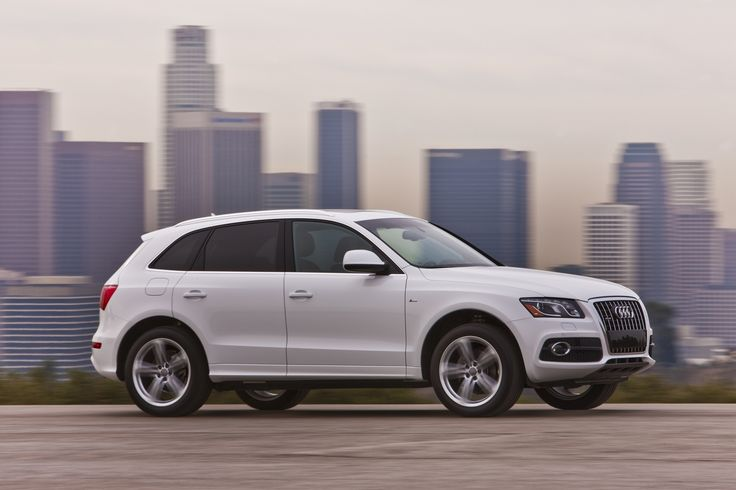 2010 Audi Q5 S Line Ibis White in Motion Side