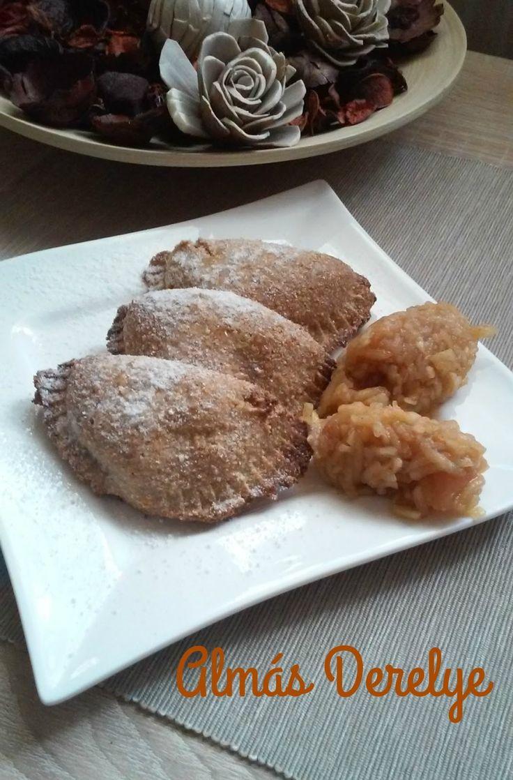 A héten sütöttem almás pitét a Páromnak, és mivel jó sok fahéjas alma megmaradt, ezért a héten további két édesség is készült belőle.     H...