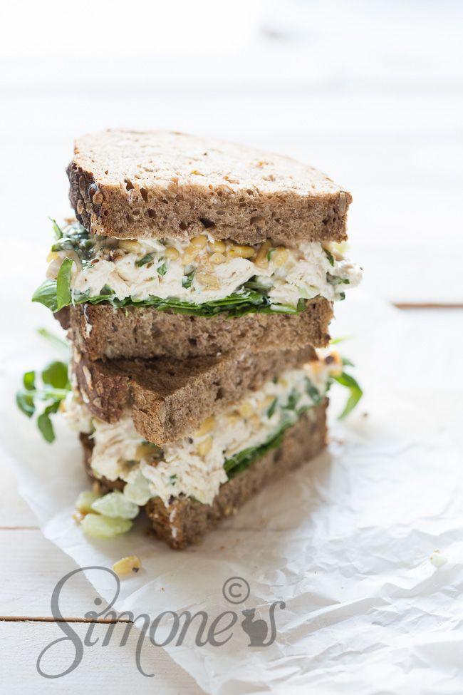 Ik ben een echte brood liefhebber. Dus een top sandwich als deze met kipsalade is altijd een winaar. Voor lunch, diner en ok, soms ook voor ontbijt!