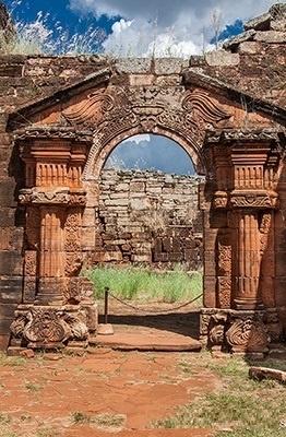 Portal de entrada a las Ruinas de San Ignacio (misiones jusuiticas), en la provincia de Misiones, Argentina