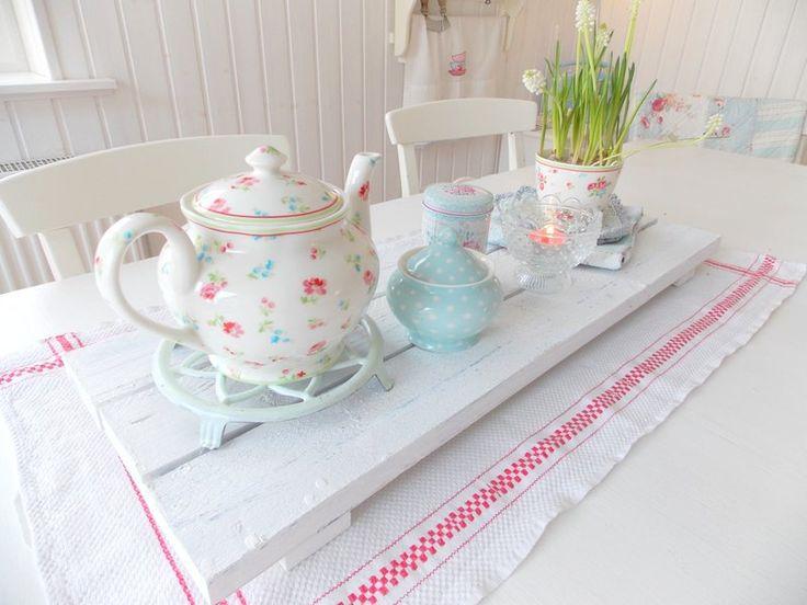 die besten 25 geschirr landhausstil ideen auf pinterest gr ne kaffeetassen rosa kaffeetassen. Black Bedroom Furniture Sets. Home Design Ideas