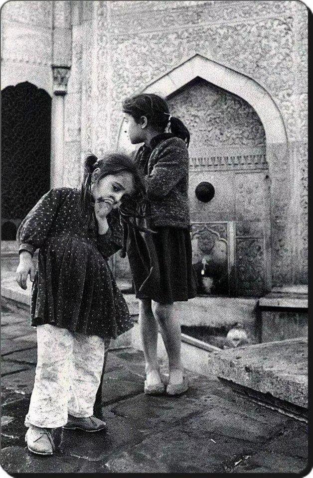 Azapkapı Saliha Sultan çeşmesi - 1965 Fotoğraf : Ara Güler