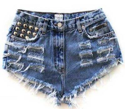 shorts desfiados curtos com spikes