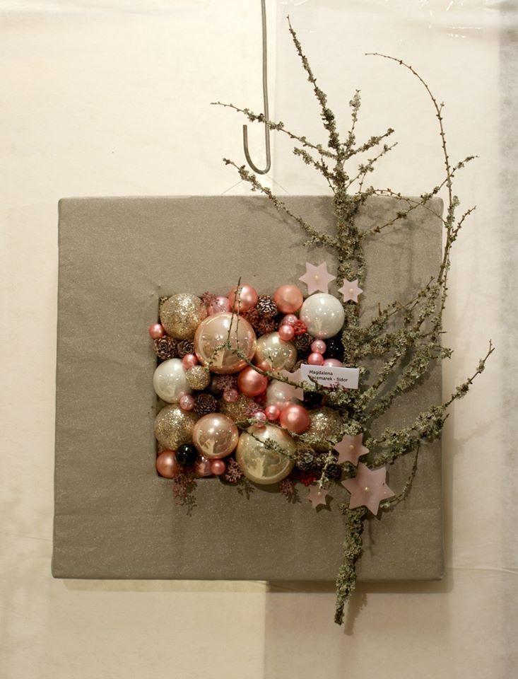 Bombki, gwiazdki,świąteczna dekoracja. kompozycja: Magdalena Kaczmarek-Sidor zdjęcie: WGRO S.A.