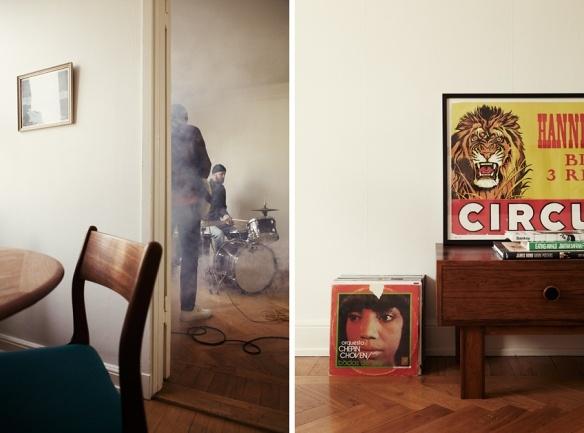Mäklarfirman Fantastic Frank fotar Peter Bjorn and John på Hornsgatan 149 inför en försäljning av lägenheten.