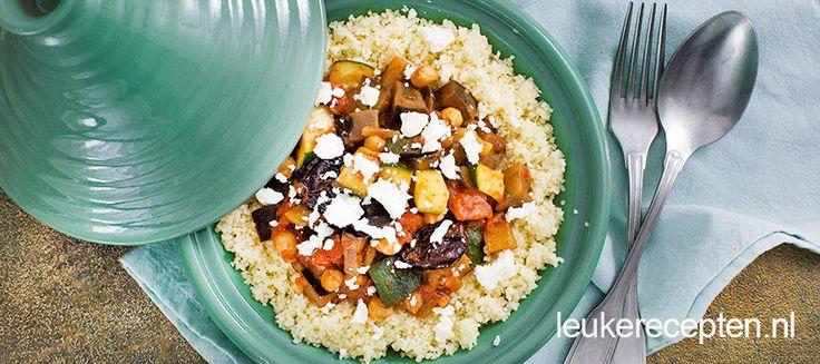 Vegetarisch en snel stoofpannetje van groenten geserveerd met couscous en feta