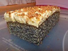 Geheime Rezepte: Super schneller Mohnkuchen ohne Boden mit Paradiescreme und Haselnusskrokant
