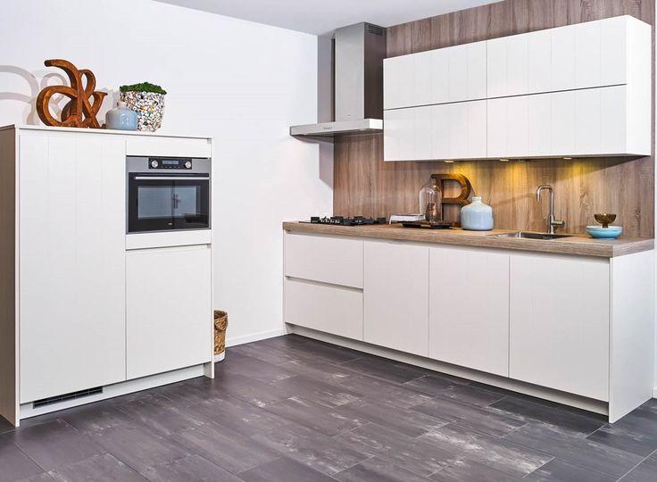 25 beste idee n over moderne kast op pinterest kleedkamer ontwerp wandel kast en garderobe - Moderne slaapkamer met kleedkamer ...