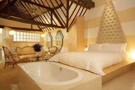 Crazy Bear Hotel tub