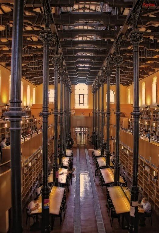 Zaragoza, Spain. Biblioteca Pública Municipal Ricardo Magdalena (Las Fuentes). Encontrarás lo referente a esta biblioteca en http://www.zaragoza.es/ciudad/educacionybibliotecas/bibliotecasmunicipales/detalle_Centro?id=912