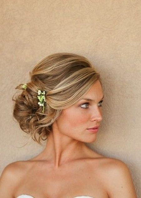 Updo wedding hairstyles for medium hair. Medium hairstyles for brides. Updos