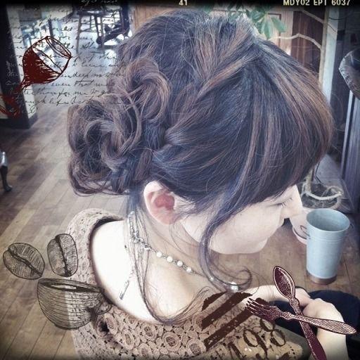 """大人女子的""""お呼ばれアレンジ。結婚式やイベントなど女の子ならドレスと合わせたヘアスタイルに♡女子のヘアセット参考一覧です。"""