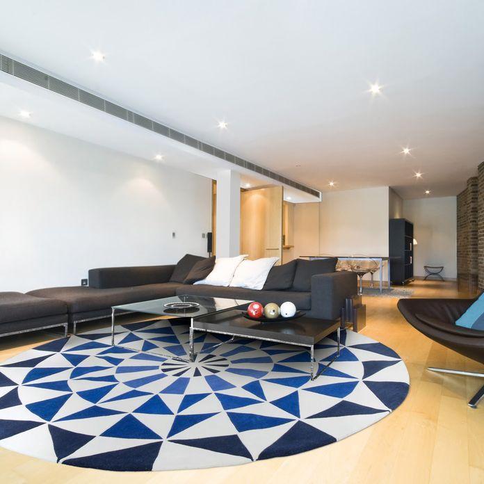 Decoracao Sala De Estar Sala Moderna Com Tapete Redondo Azul E