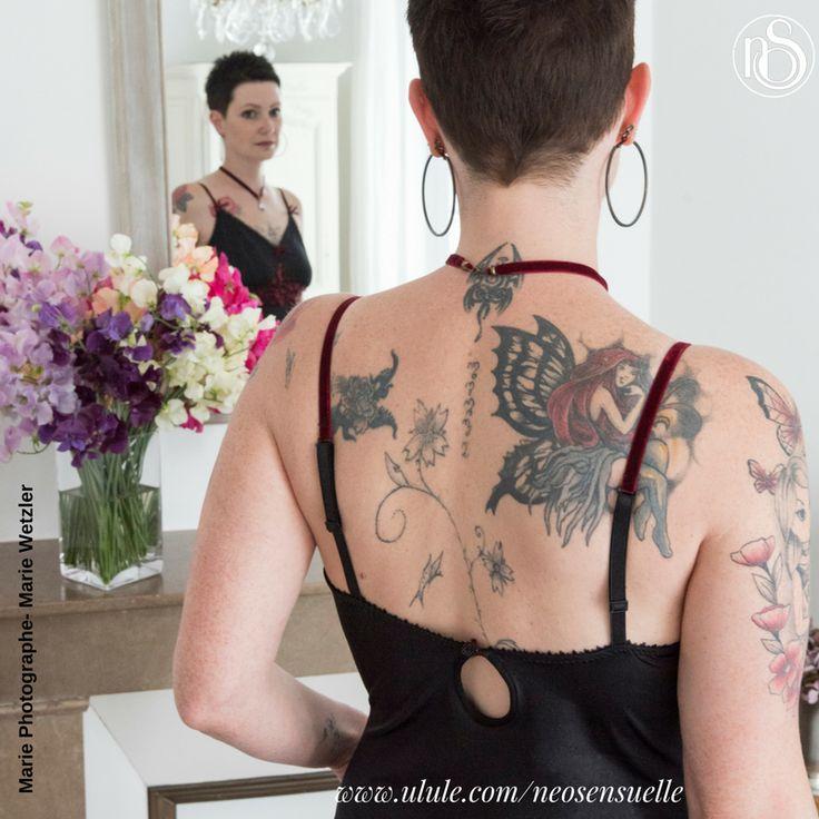 [Pré-commandez] Voici le dos de la nuisette, portée par Mary Gourmelon qui lui va à ravir sur son corps à livre ouvert. Nous vous raconterons bientôt l'histoire de la belle Mary et de sa résilience. Pour vous faire plaisir ou faire plaisir à une femme qui vous est chère, réservez-la sur http://bit.ly/2s9nTZl  #soutien #tatoue #resilience #lingerie #plaisirdoffrir