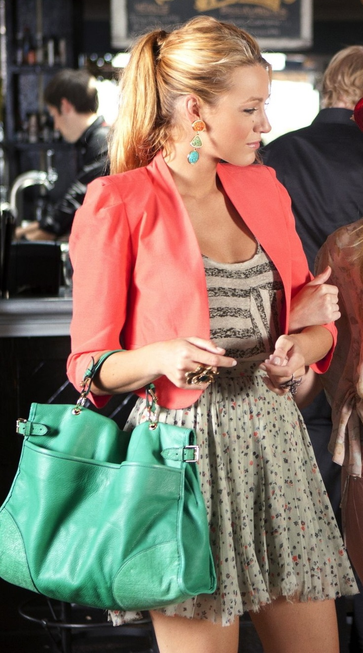 i love this outfit on blake lively! cute top and the mint bag is adorable