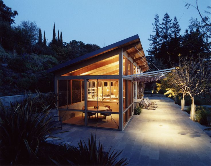 Modern Exterior by Min   Day Architects