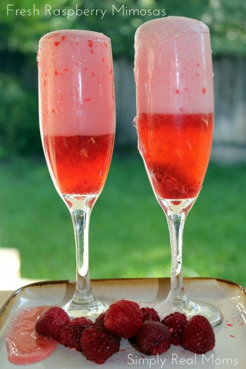 Fresh Raspberry Mimosas! Refreshing cocktail for any time of day! Perfect for Mother's Day brunch!