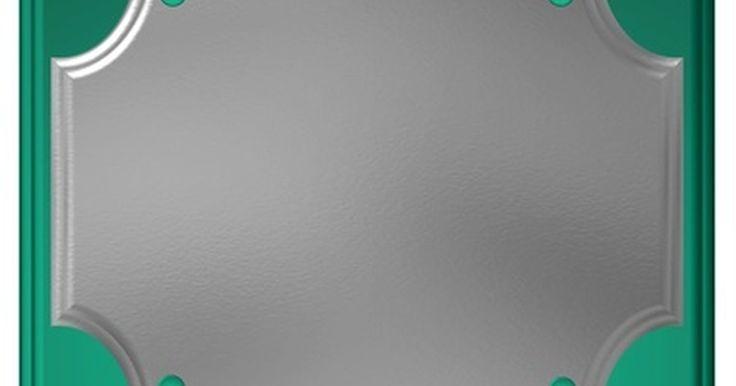 Cómo redactar placas de reconocimiento. Una placa de reconocimiento muestra una apreciación sincera del aporte de otra persona. La redacción de la placa resulta ser de vital importancia para transmitir la sinceridad del presentador hacia el destinatario. La redacción debería responder para quién es la placa, por qué se la estás otorgando, quién está presentando la misma y la fecha en la ...