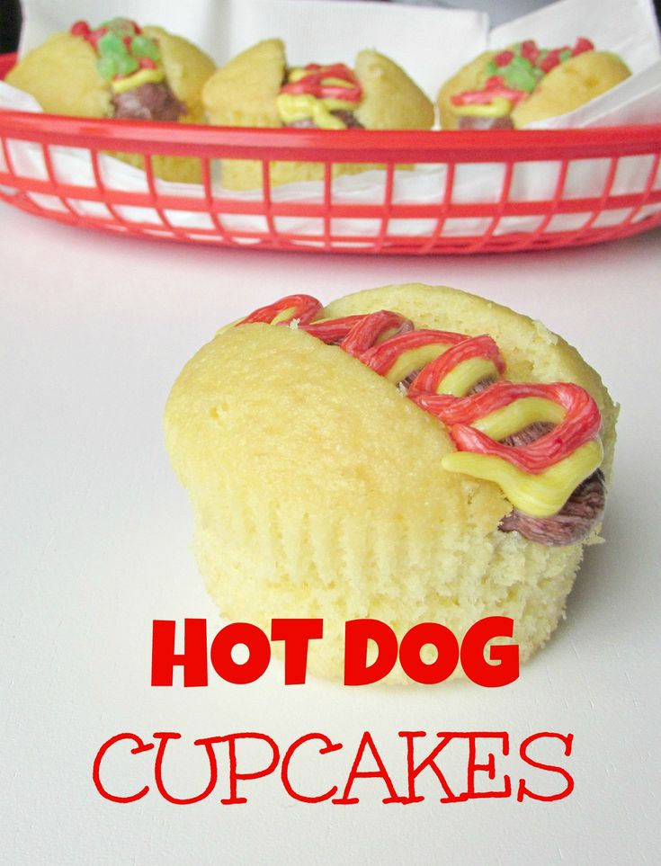 Hot Dog Cupcakes. How cute are these cupcakes that look like hot dogs!