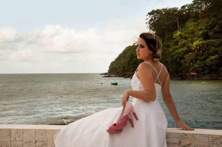 Wedding shoes ♥ Bride shoes ♥ Sapato de noiva ♥ #bride #weddingshoes #shoes #handmade #handpainted #bride #art #artshoes #brideshoes #weddingshoes #noiva #sapatodenoiva #wedding #inspiration #design #designshoes #bridal #bridalshoes #casamento #sapatos #sapato #pic #fotografia #photografy   www.lapupa.com.br