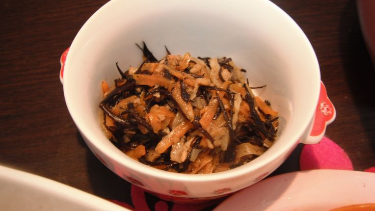 boiled dried daikon strips,carrots,hijiki seaweeds and mince soy veggie meat seasoned with tea-tree mushrooms stock,mirin,brown sugar and soy sauce 切り干し大根、人参、ひじき、大豆ベジミートミンチの煮物。茶樹キノコだし、みりん、黒砂糖、醤油で調味。