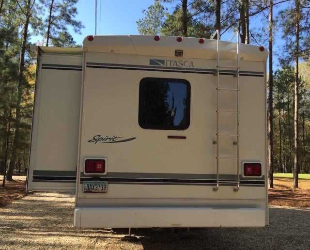2004 Used Itasca Spirit 29B Class C in Alabama AL.Recreational Vehicle, rv, 2004 Itasca Spirit 29B, Meticulously maintained inside and out. Garaged when not in use. *Ford E450 6.8 liter super-duty V10 Triton engine. 306 hp. 4 speed overdrive transmission, 4 wheel anti-lock brakes, 130 amp alternator, dual airbags. This motor has been 100% trouble free! Kingdome fully automatic satellite dome. 2 TV's, including a 12 volt for dry camping and a flat screen in the rear bedroom. Bigfoot automatic…