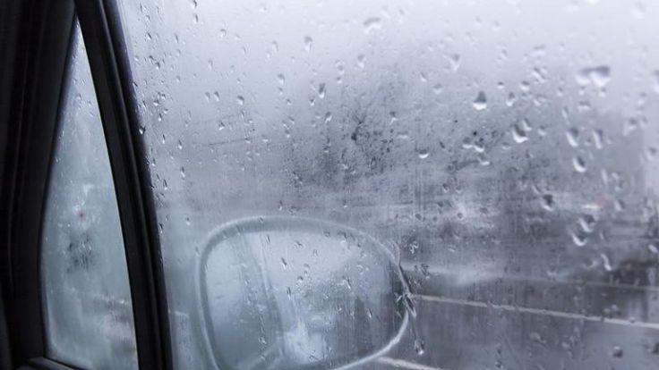 ADAC-Experte Johannes Boos erklärt, was gegen Feuchtigkeit im Wagen hilft.