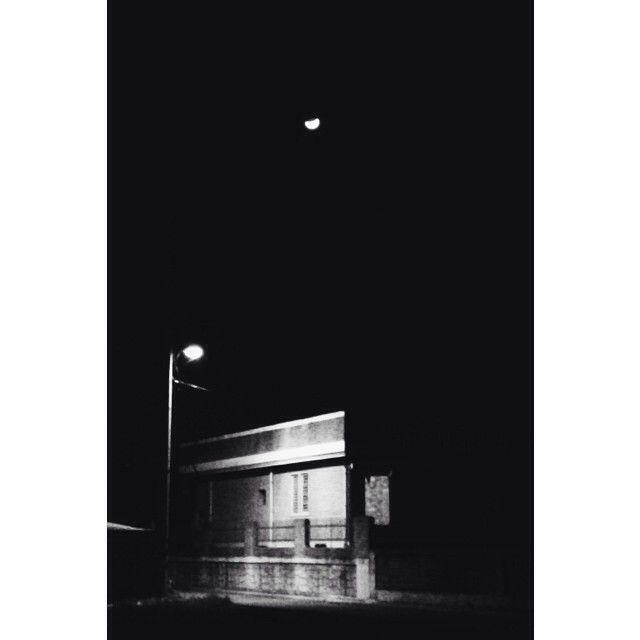 sukyoung_kk / #달#가로등#밤#빛 ㅎㅡㄹ/ #골목 #하늘 #설비 #집 / 2014 01 08 /